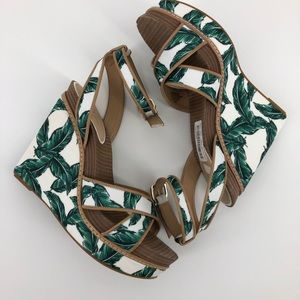 New Gianni Bini Lusia Floral Palm Platform Wedge